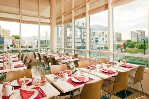 Restaurant ou autre lieu de restauration dans l'établissement Séjours & Affaires Paris-Vitry