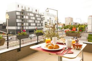 Options de petit-déjeuner proposées aux clients de l'établissement Séjours & Affaires Paris-Vitry