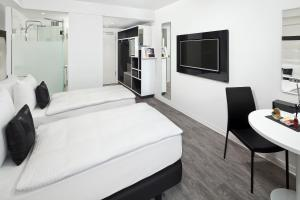 A bed or beds in a room at INNSiDE by Meliá Aachen