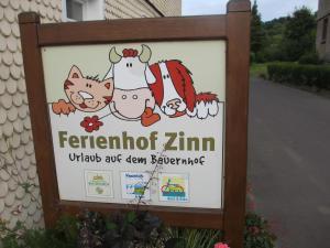 Ein Zertifikat, Auszeichnung, Logo oder anderes Dokument, das in der Unterkunft Ferienhof Zinn ausgestellt ist