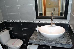A bathroom at Aiolos House