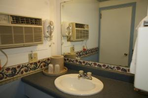 A bathroom at Bennington Motor Inn