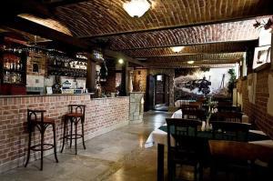 Restauracja lub miejsce do jedzenia w obiekcie Hotel Restauracja Pod Parowozem