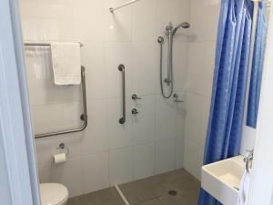 A bathroom at Aquarius Apartments Mollymook
