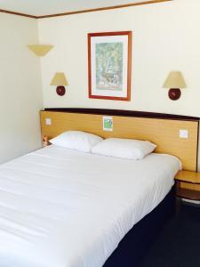 A room at Campanile Hotel Cardiff