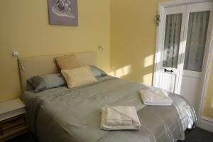 A room at Sandpiper Inn B&B and Pub