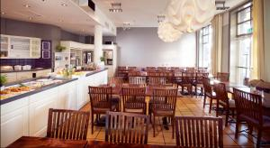 A restaurant or other place to eat at Clarion Collection Hotel Amanda