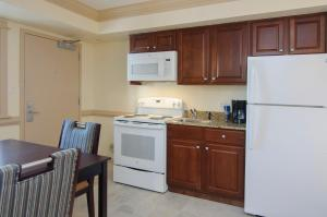 A kitchen or kitchenette at Shutters on the Banks
