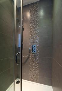 Ett badrum på Deluxe London Bridge Apartment