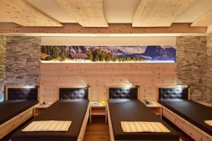 Ein Restaurant oder anderes Speiselokal in der Unterkunft Hotel Waldrast