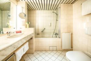 Ein Badezimmer in der Unterkunft Leonardo Hotel Hamburg City Nord