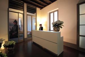 The lobby or reception area at Antica Locanda Dei Mercanti