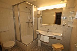 A bathroom at Ferienwohnung am Weiherbach