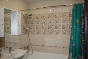Ванная комната в Apartments on Molodogvardeyskaya