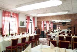 Un restaurant sau alt loc unde se poate mânca la Hotel Dacia