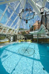 Der Swimmingpool an oder in der Nähe von VILA VITA Burghotel Dinklage