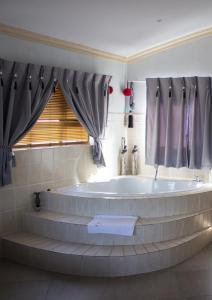 Spa and/or other wellness facilities at Villa Too Kruger Lodge