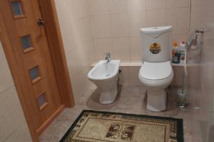 A bathroom at Salvador Apartments on Yadrintsevskaya 18