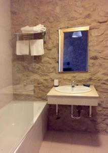 A bathroom at O Caseiro de Riba