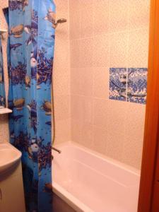 Ванная комната в Апартаменты на Кронштадской 6