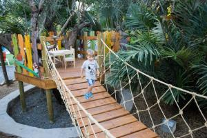 Children's play area at Apartamentos El Palmeral de Madaria