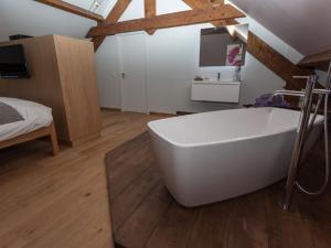 A bathroom at La maison d'emile