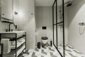 A bathroom at Hotel V Fizeaustraat
