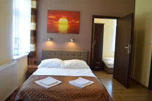 Łóżko lub łóżka w pokoju w obiekcie Willa Słoneczna