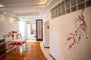 A seating area at Appartamento La Finestra Su San Pietro