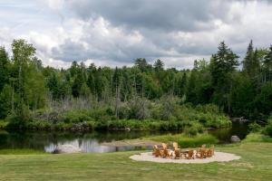 A garden outside Lake Placid Inn: Residences