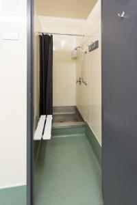 A bathroom at Urbanz