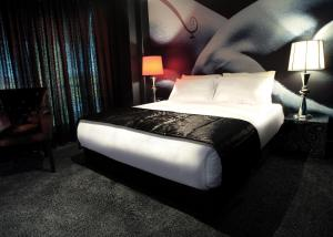 A bed or beds in a room at Hypnos Design Hotel