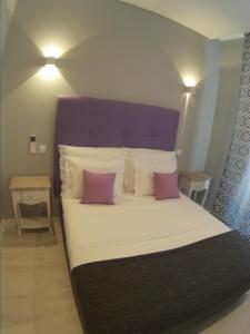 A bed or beds in a room at Pensao Estacao Central