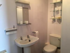 A bathroom at Cubbon House