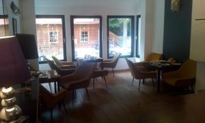 Restauracja lub miejsce do jedzenia w obiekcie Willa Uroboros