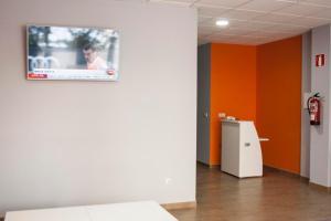 Una televisión o centro de entretenimiento en De Camino