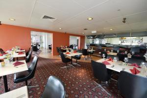 A restaurant or other place to eat at Bundaberg International Motor Inn