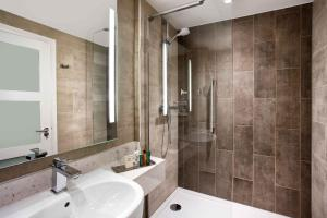 A bathroom at Hilton Edinburgh Carlton