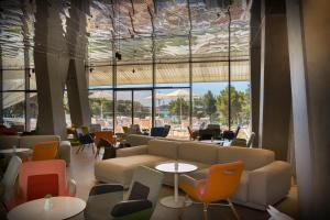 The lounge or bar area at Family Hotel Amarin
