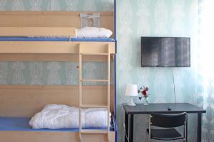 Våningssäng eller våningssängar i ett rum på Drottninggatans Vandrarhem