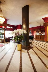 The lobby or reception area at Savoy Berlin
