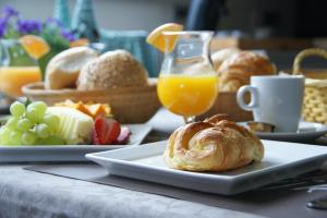 Breakfast options available to guests at B&B The Beachhouse