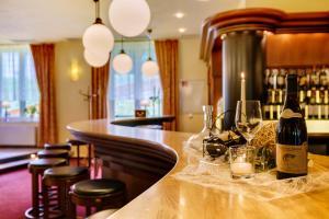 Ein Restaurant oder anderes Speiselokal in der Unterkunft Waldhotel Vogtland