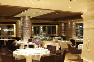 A restaurant or other place to eat at Rosapetra SPA Resort