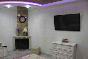 Телевизор и/или развлекательный центр в Апартаменты на Карла Маркса 116 А - 9 Этаж