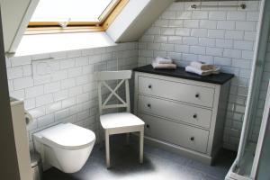 A bathroom at B&B The Beachhouse