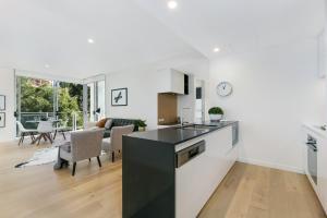 A kitchen or kitchenette at Ultra modern 2 bdrm in St Leonards Crows Nest - 803NOR