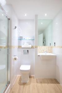 A bathroom at Carnoustie Golf Hotel 'A Bespoke Hotel'