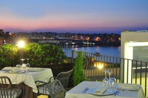 A restaurant or other place to eat at Hotel Palazzo Papaleo