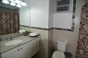 A bathroom at Choose To Be Happy at Eight - Eight Super Studio Apartments